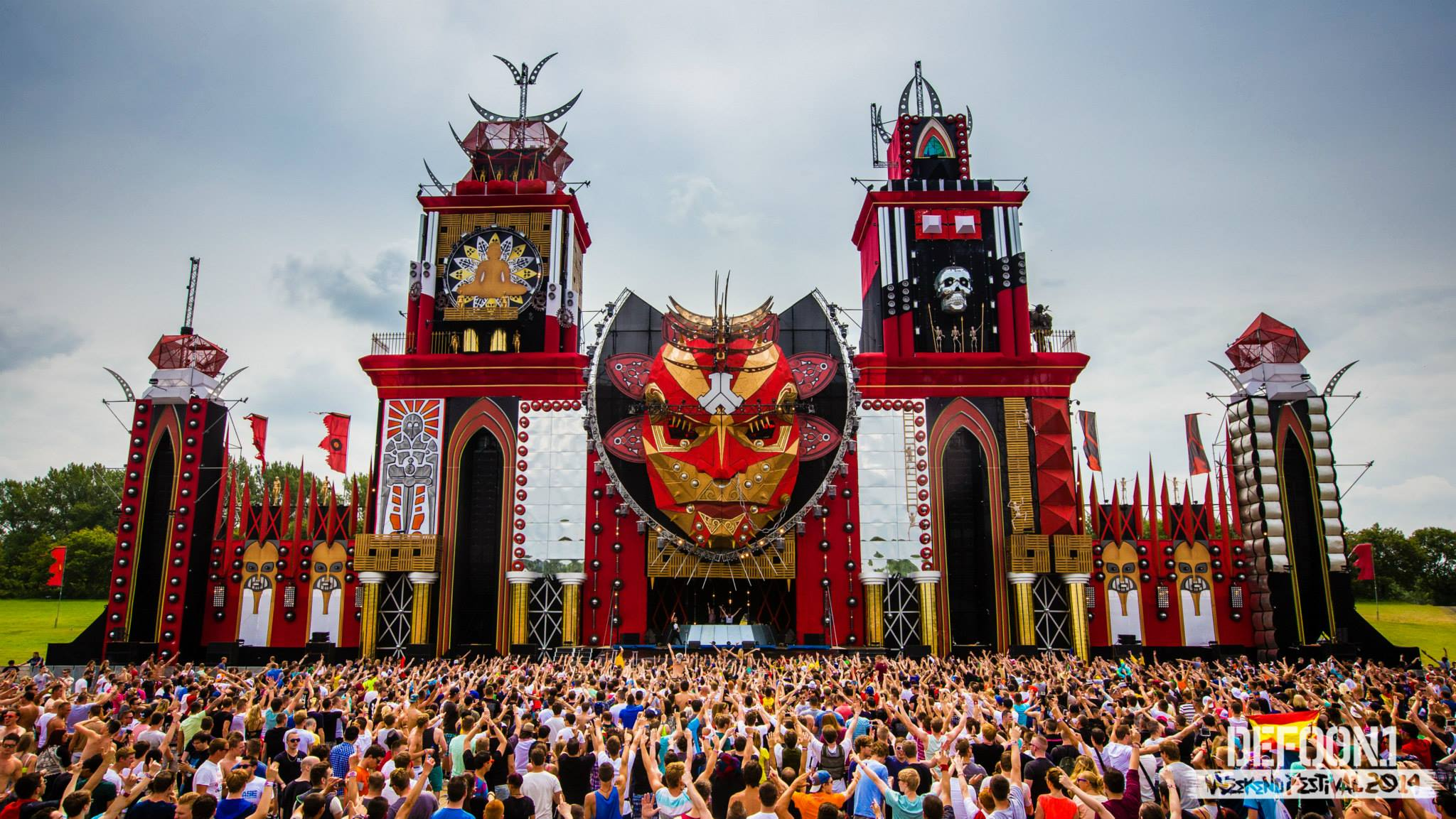 defqon1 A 23-year-old man and a 21-year-old woman died in hospital after collapsing at the defqon1 festival in penrith, west of the city, about 9pm on saturday.